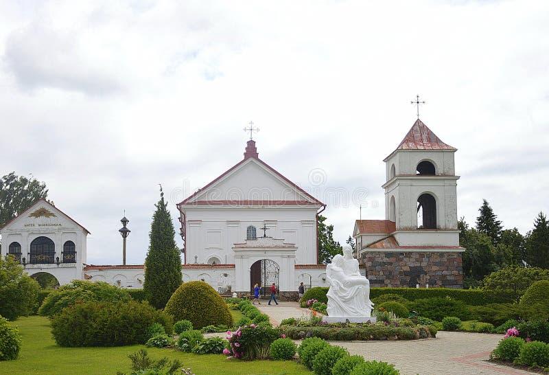 Trevlig by av Mosarin Vitryssland, gammal arkitektur och ställe av pilgrimsfärden royaltyfri fotografi