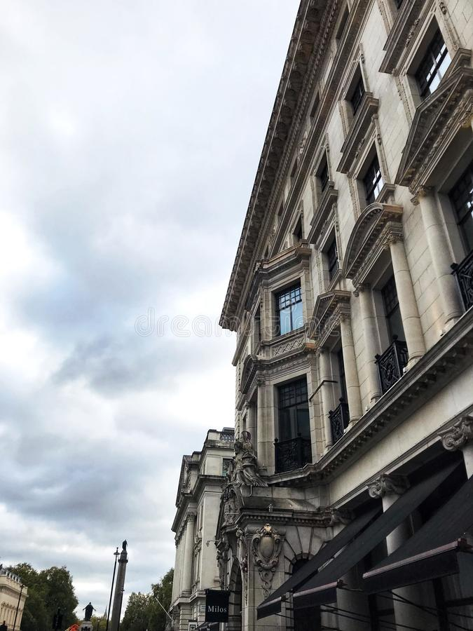 Trevlig byggnad i London arkivfoton