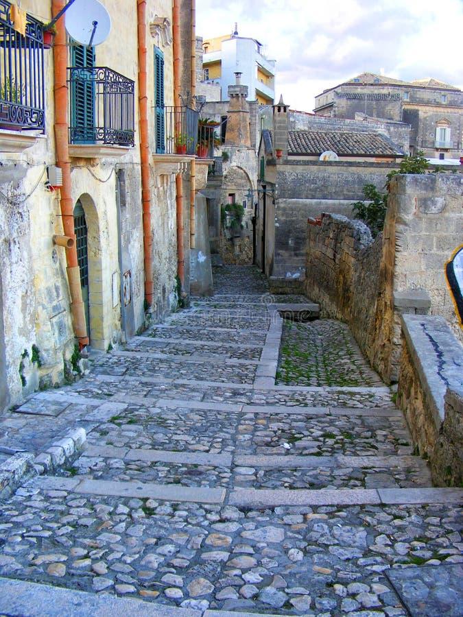 Trevlig gränd i Matera, UNESCOvärldsarv - Basilicata, södra Italien fotografering för bildbyråer