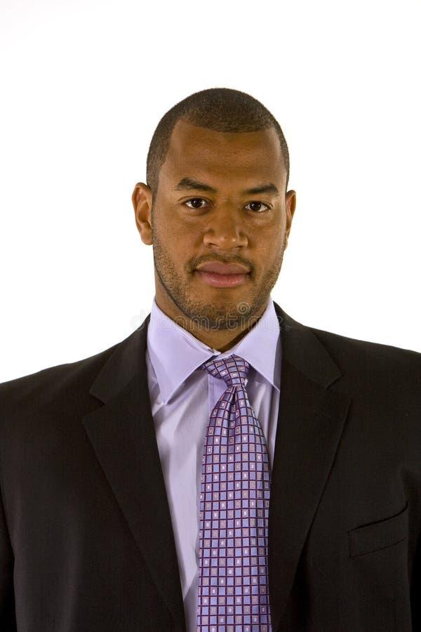trevlig purpur skjortadräkt för svart man royaltyfria foton