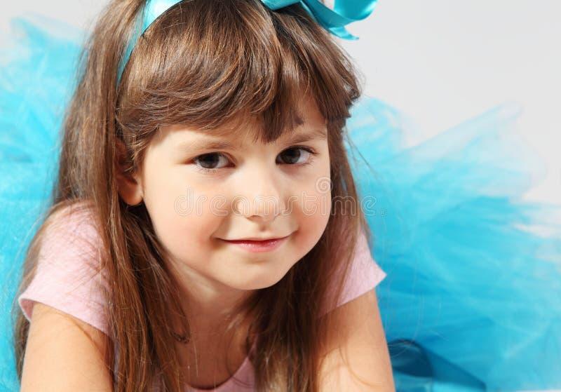 Trevlig seende liten flicka royaltyfri foto