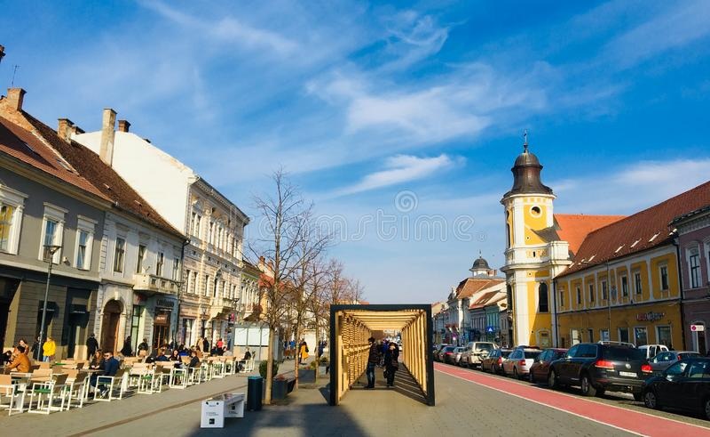 Trevlig sikt av den Eroilor avenyn, Cluj-Napoca, Transylvania fotografering för bildbyråer