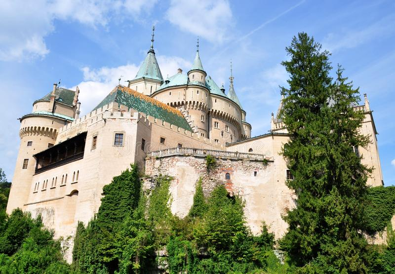 Trevlig slott Bojnice, Slovakien, Europa royaltyfri fotografi