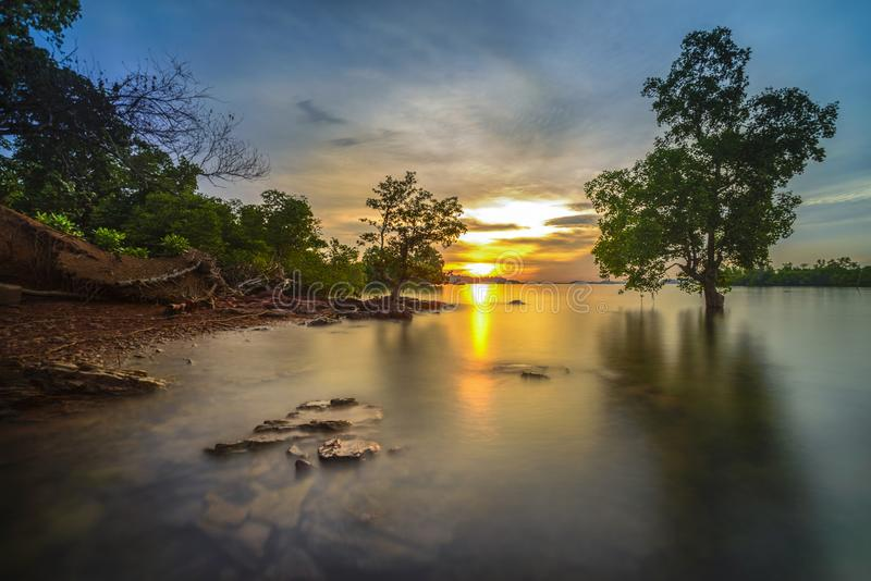 Trevlig solnedgångMomen batam kepulauan riau indonesia arkivbild