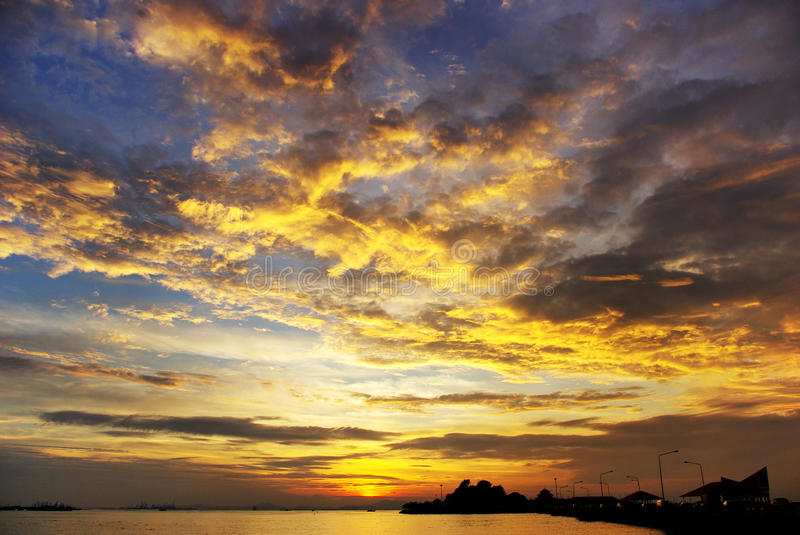 Trevlig solnedgångsky arkivbilder