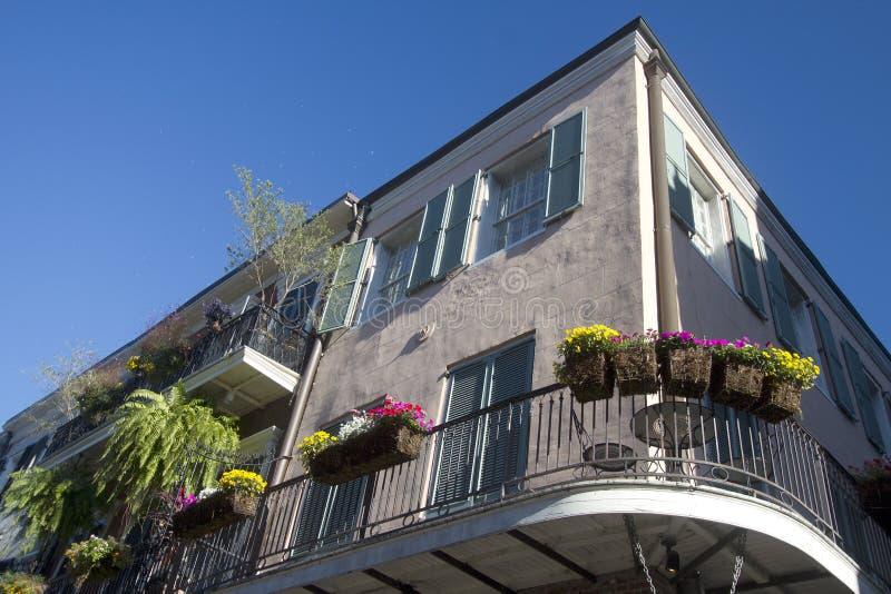Trevliga byggnader i staden New Orleans Louisiana arkivfoto