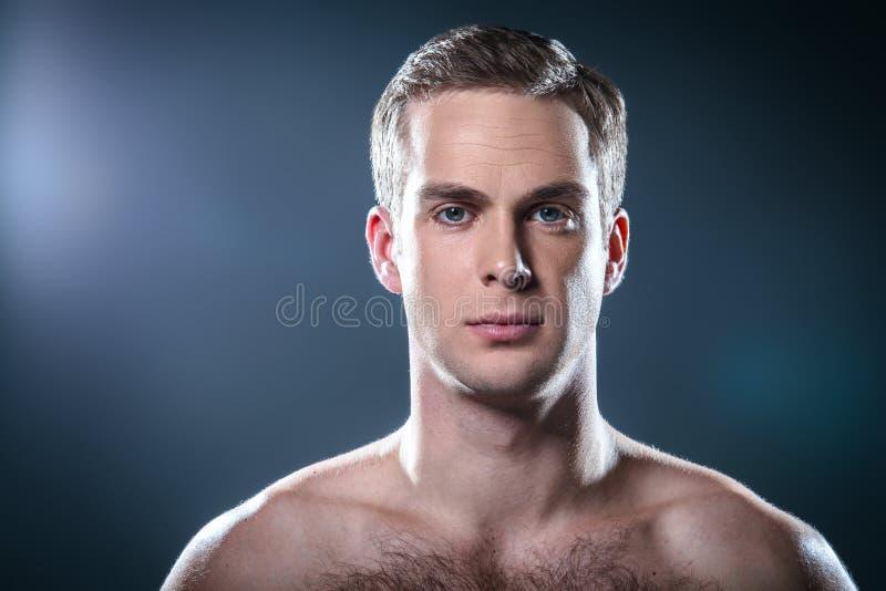 Trevligt begrepp för manlig skönhet royaltyfria bilder