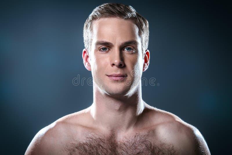 Trevligt begrepp för manlig skönhet royaltyfri bild