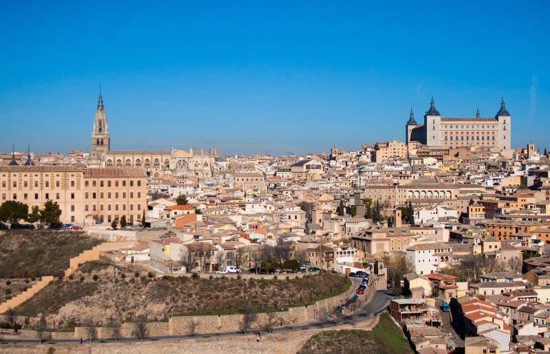 Trevligt landskap av staden av Toledo p? en solig dag med trevlig bl? himmel royaltyfria foton