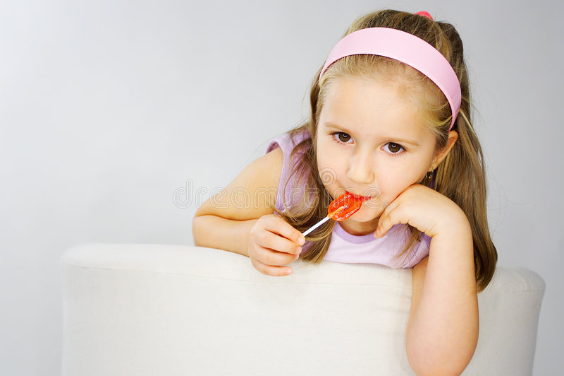 trevligt rosa barn för bakgrundsflickalampa royaltyfria bilder