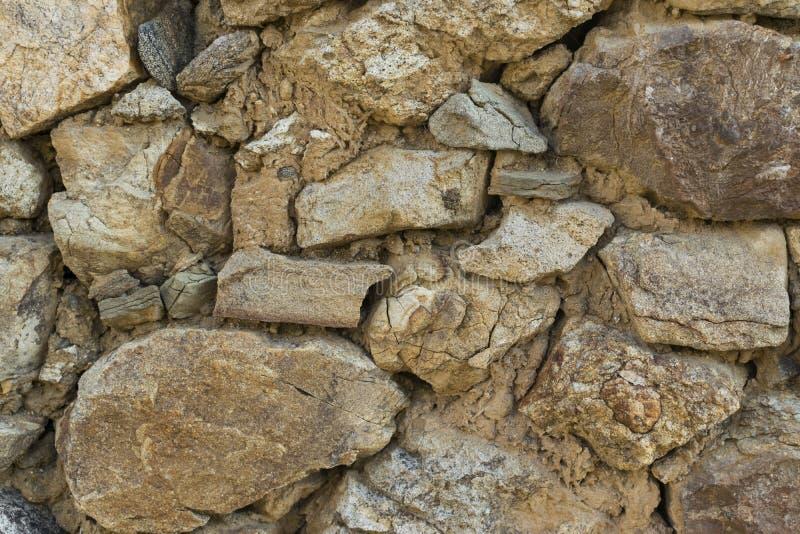 Trevligt staplad för stenvägg för grovt snitt bakgrund för textur sömlös royaltyfri bild