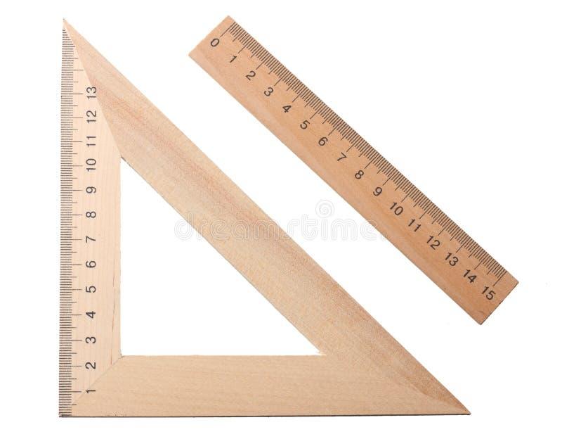 triángulo de madera con la regla de madera aislada en el fondo blanco Visi?n superior fotografía de archivo libre de regalías