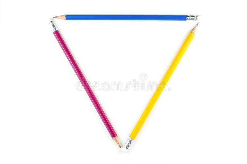 Triángulo del lápiz importante del color en el fondo blanco foto de archivo libre de regalías