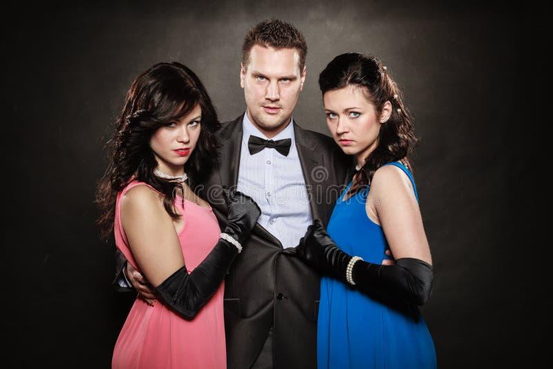 Triângulo amoroso Duas mulheres e um homem betrayal fotos de stock royalty free