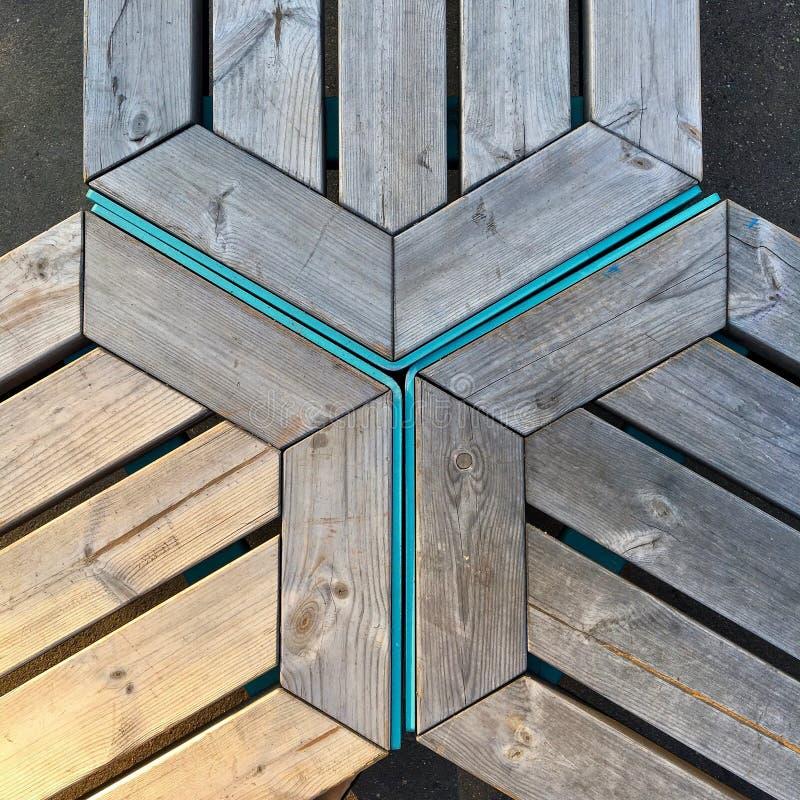 Triângulos de madeira azuis e cinzentos fotos de stock royalty free