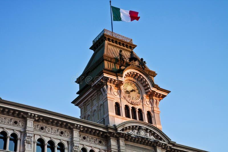 Triëst, Italië - Eenheid van het Vierkant van Italië, detail van Stadhuisslepen stock foto's