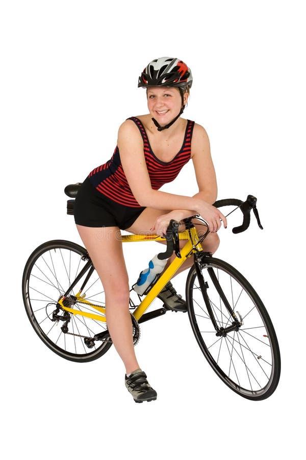 Tri-atleta con la bici aislada imagen de archivo