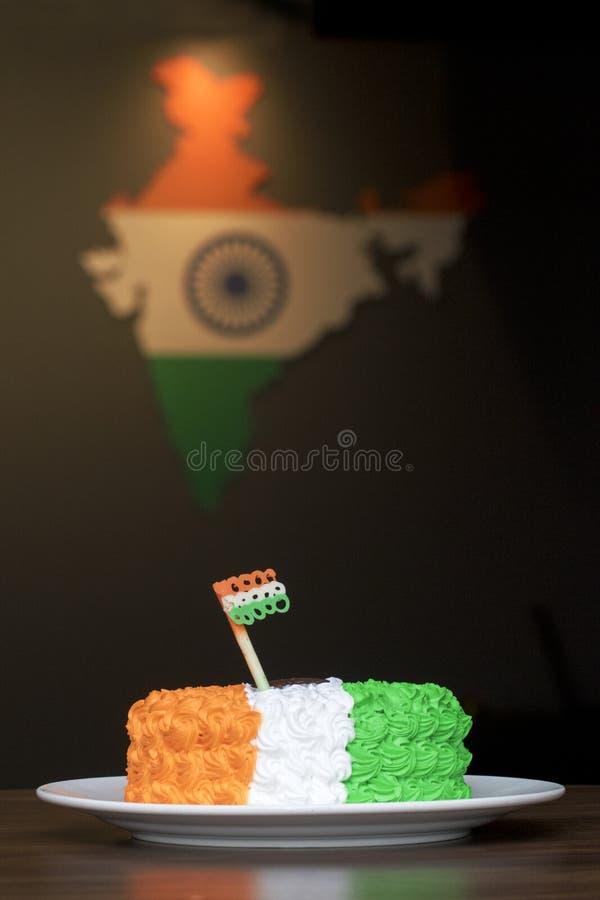 Tri bolo de creme colorido - Dia da Independência ou dia 15o August India especial da república foto de stock royalty free