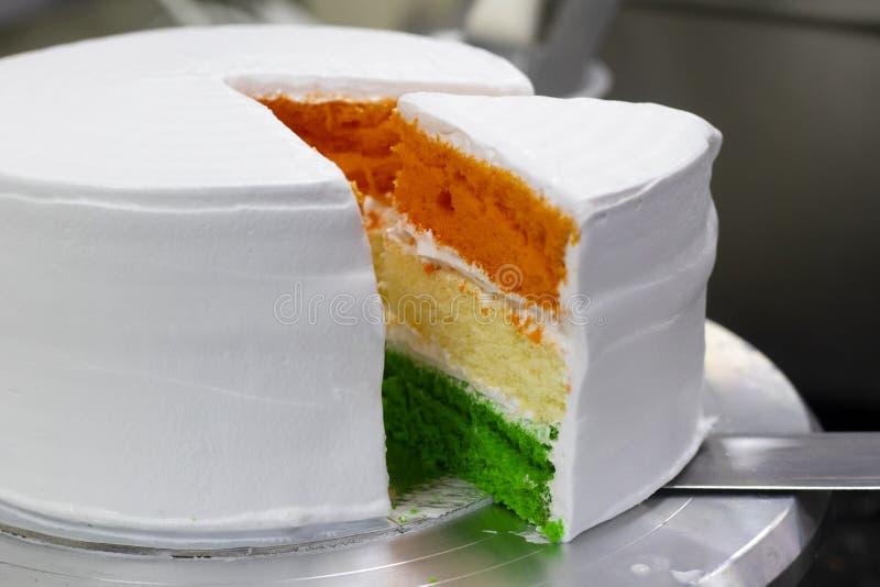 Tri Farbe überlagerter geschnittener Schwammkuchen Unabhängigkeitstag/Tag der Republik spezielles am 15. August/am 26. Januar Ind stockfoto
