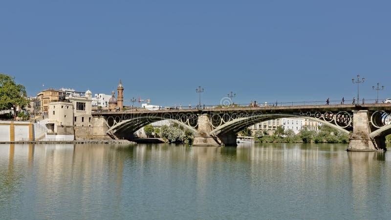 Triana-Brücke über Guadalquivir-Fluss in Sevilla, Spanien lizenzfreie stockfotos