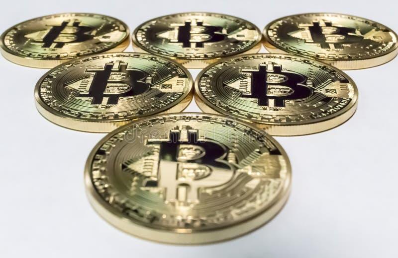 Triangel av bitcoins royaltyfri foto