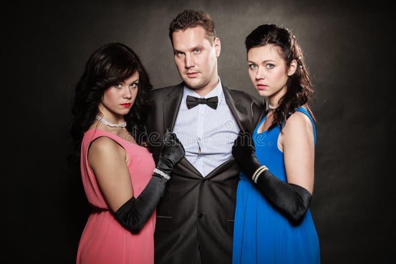 Triangle amoureux Deux femmes et un homme trahison images stock