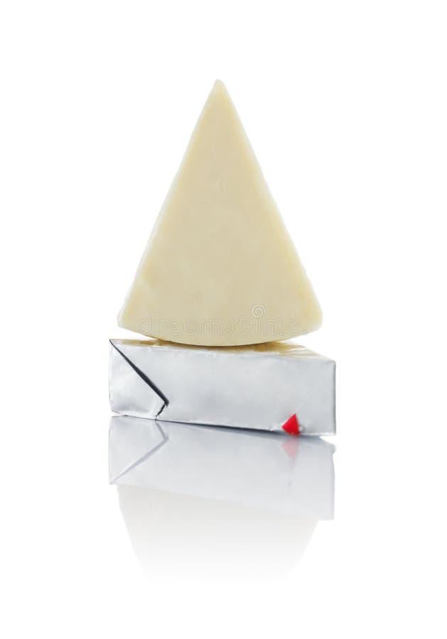 Triangulär bearbetad ost arkivfoton