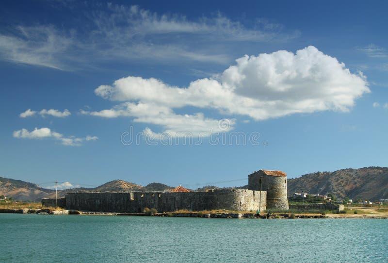 Triangulär fästning på Butrint, södra Albanien royaltyfria bilder