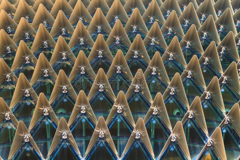 Triangulär modell för modernt byggnadstak royaltyfria foton