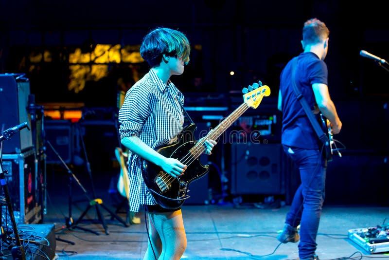 Triangulo de阿莫尔Bizarro带在音乐会执行在Dcode音乐节 免版税库存照片