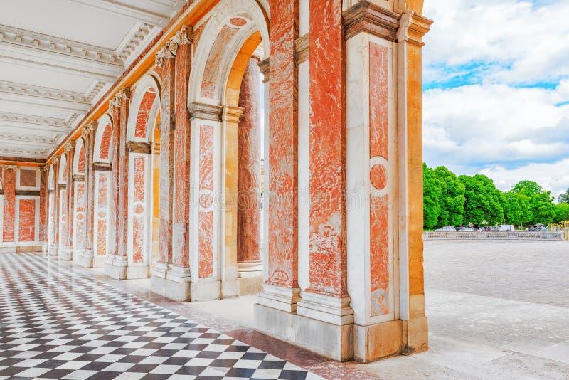 Trianon-petit palais rose grand de marbre et de porphyre photographie stock