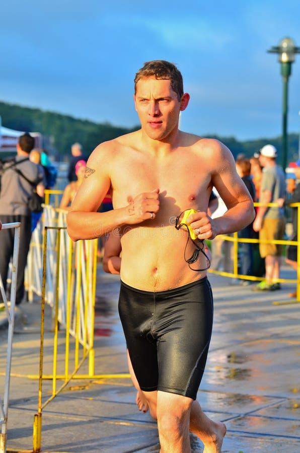 Triathlete concurrentiel photos libres de droits