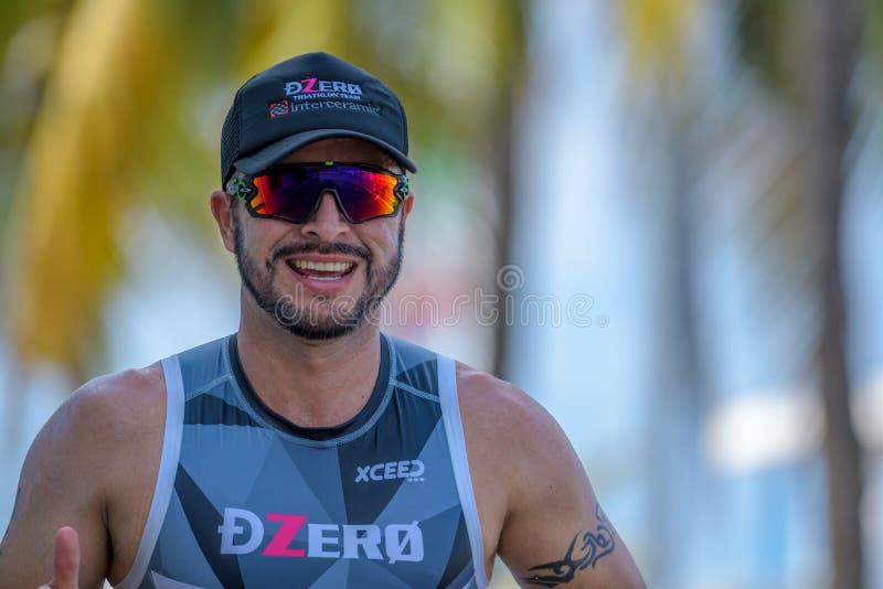Triathlete del corridore di Simling al Cozumel mezzo Ironman 2017 fotografia stock libera da diritti