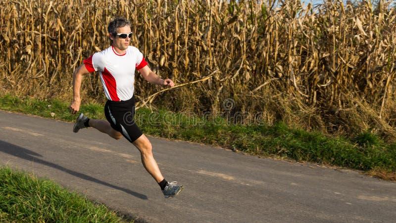 Triathlete nel funzionare fotografia stock libera da diritti