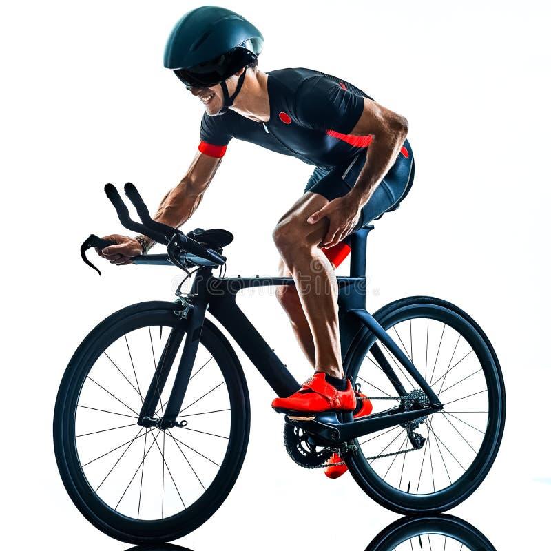 Triathlete triathlon cyklisty kolarstwa sylwetka odizolowywa? bia?y b zdjęcia royalty free
