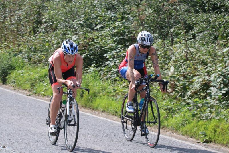 Triathlon de ciclo del deporte fotografía de archivo
