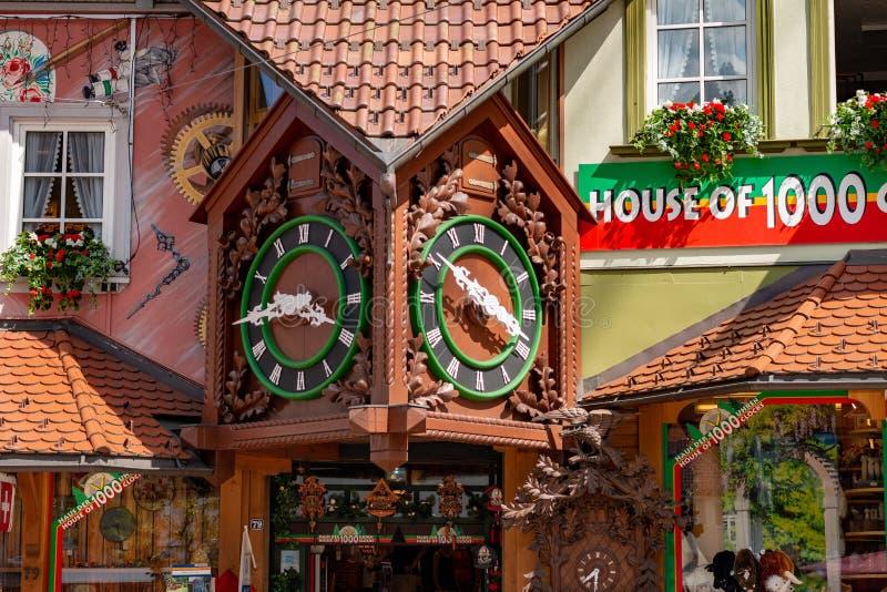 TRIBERG, ALEMANIA - 18 DE JULIO DE 2018: Casa de la tienda de souvenirs de 1000 clo fotografía de archivo