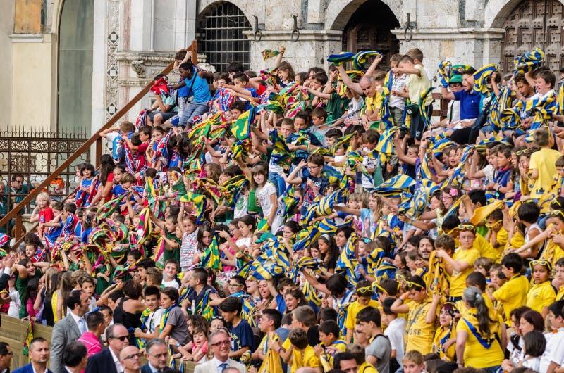 Tribuna degli spettatori in Palio di Siena fotografia stock libera da diritti
