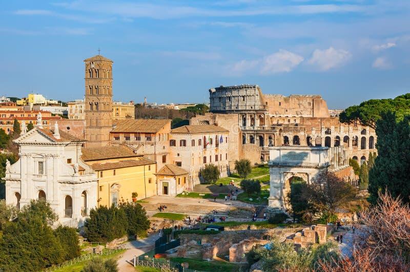 Tribuna e Colosseo a Roma fotografia stock libera da diritti