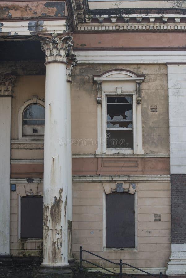 Tribunal abandonado da estrada de Crumlin em Belfast, Irlanda do Norte foto de stock royalty free