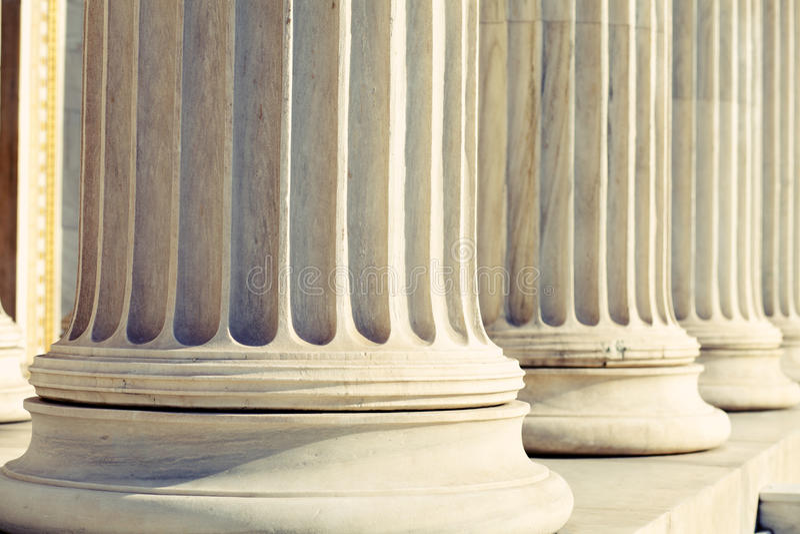 Tribunal das colunas da coluna fotos de stock