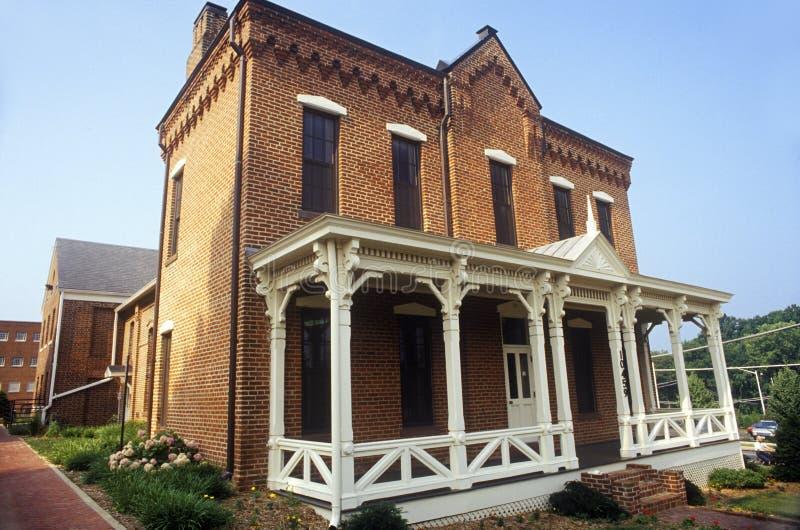 Tribunal de brique rouge dans le comté de Fairfax, VA photographie stock libre de droits