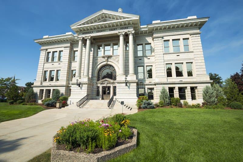 Tribunal du comté dans Missoula, Montana avec des fleurs photos stock
