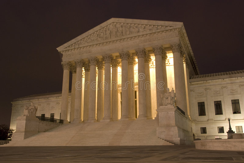 Tribunal Supremo de los E.E.U.U. en la noche fotos de archivo libres de regalías