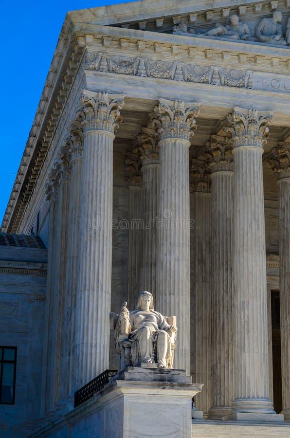 Tribunal Supremo de los E.E.U.U. - la reflexión de la justicia imagen de archivo libre de regalías