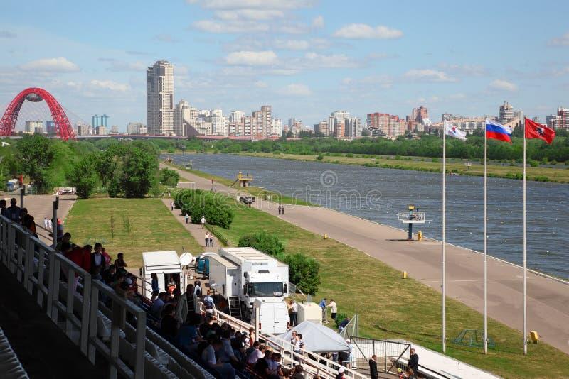 Tribunes и река на большом Regatta 2011 Москва стоковые изображения