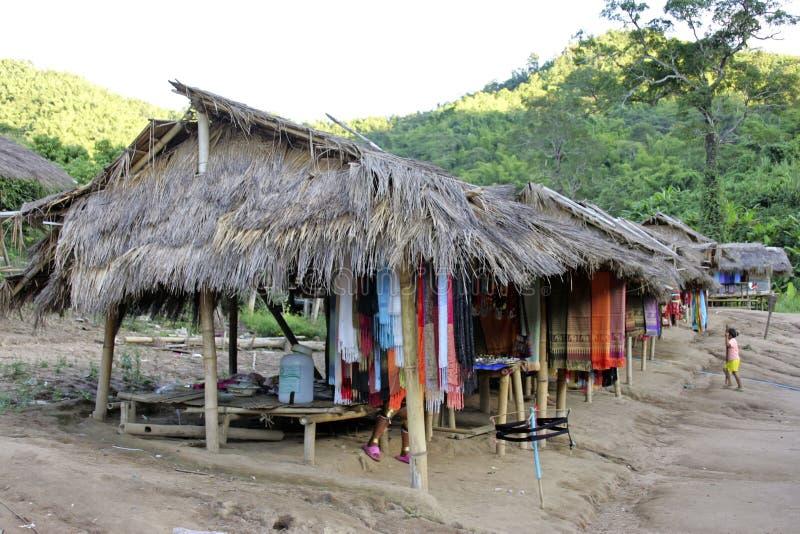 Tribus de colline, village en Chiang Rai, Thaïlande image libre de droits