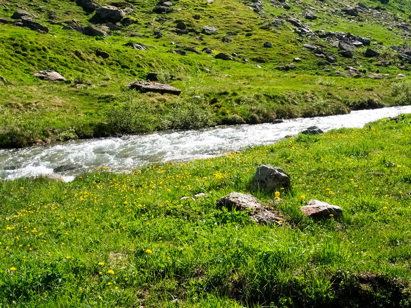 Tributario del río de Aegina del río Rhone imagenes de archivo