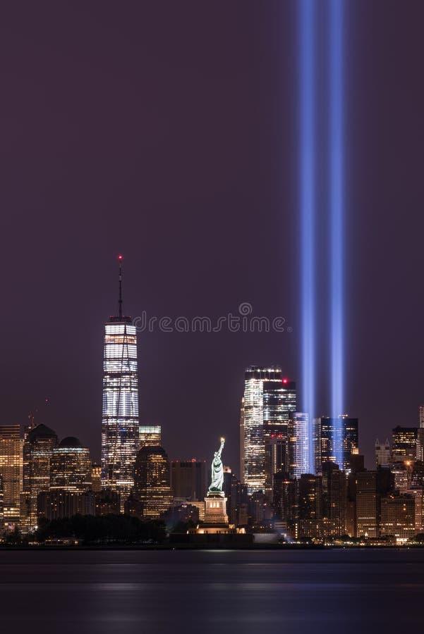 Tributo de 911 memoriais nas luzes imagens de stock