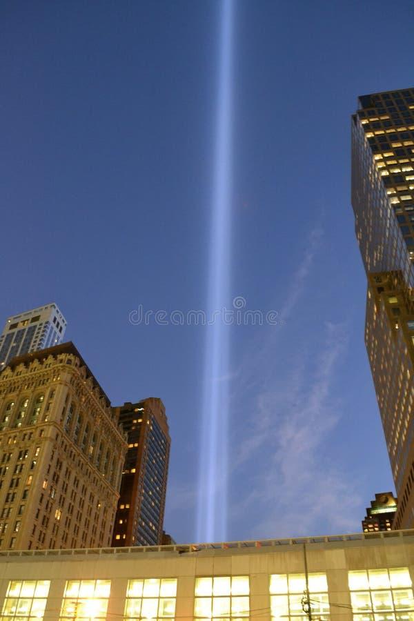 Tributo no memorial leve do 11 de setembro imagem de stock royalty free